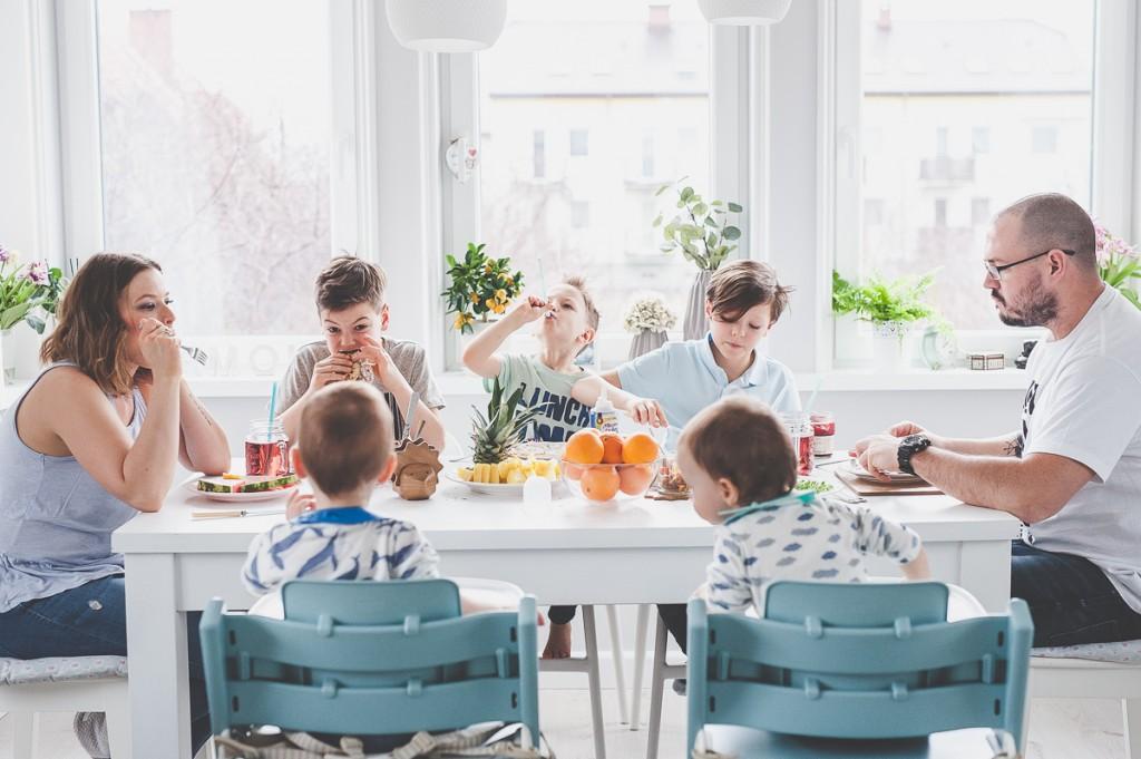 wielodzietna rodzina, obiad, rodzinny posiłek